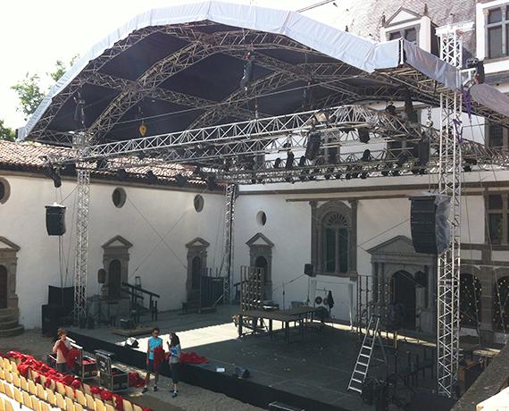 Scène structure couverture toit